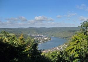 Oberhalb von Kamp Bornhofen