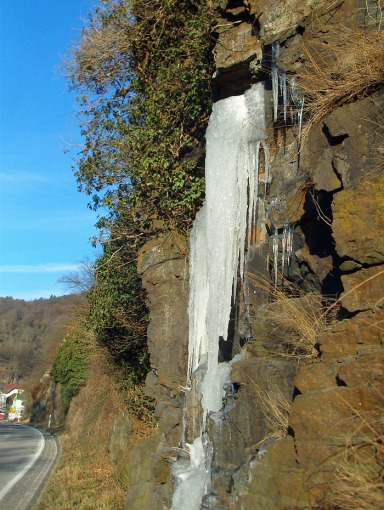 wie ein gefrorener Wasserfall