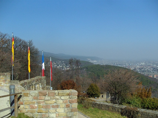 Blick von Schloss Hambach nach Neustadt a.d. Weinstraße