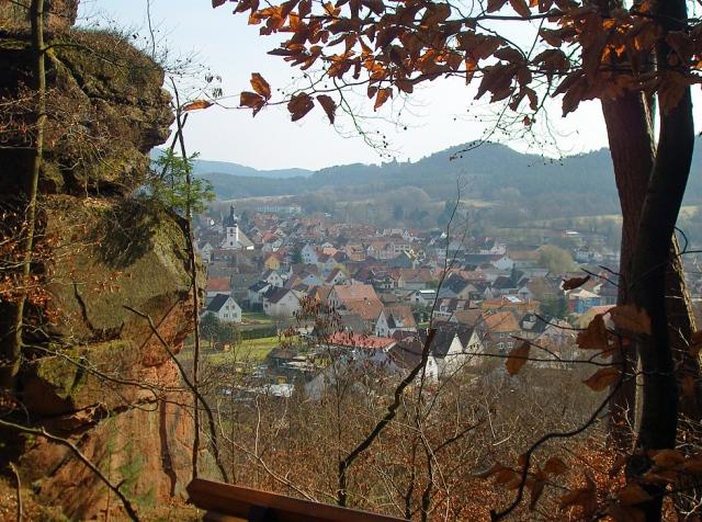 oberhalb vom Schillerfelsen der Blick auf Dahn