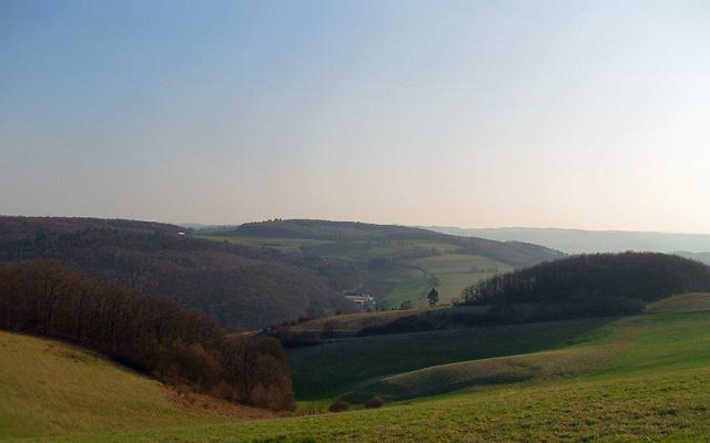 sanfte Hügel im Nachmittagslicht