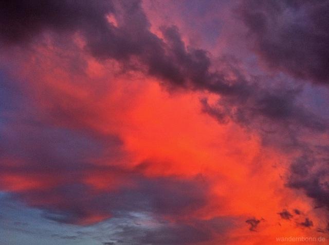 Sonnenuntergang mit Wolken - 29.08.2011 - 20:31 Uhr