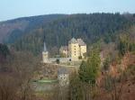 Blick von oben auf Burg Reinhardstein