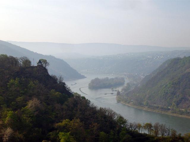 Blick nach Süd - rechts Bacharach und das Werth