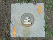 Im Boden eingelassene Markierung