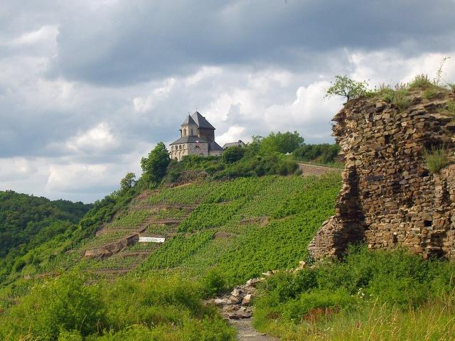 Blick von der Niederburg auf die Matthiaskapelle