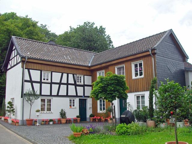 eins der Häuser in Auel
