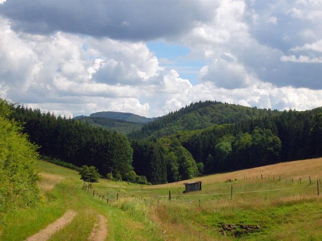 Der Weg führt durch dieses Tal
