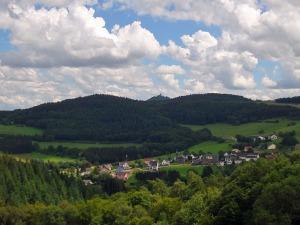 Blick auf Wimbach und die Nürburg