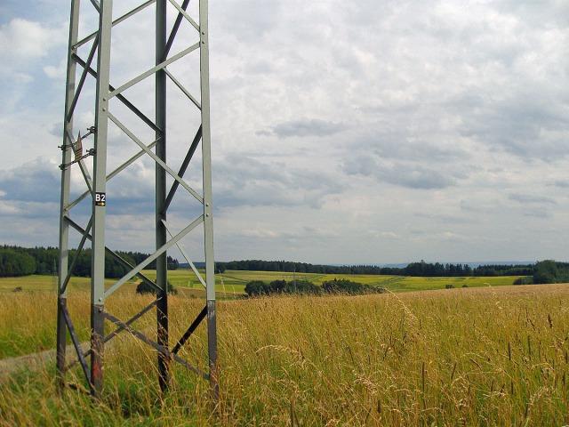 Wegemarkierung auf dem Strommast