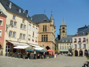 Marktplatz und Basilika in Echternach