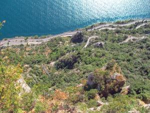 Blick von der Schauderterasse auf die Serpentinen und den Wanderweg