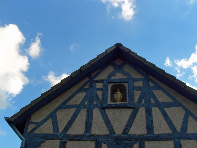 farblich abgestimmt - Fachwerk in Niederbreitbach
