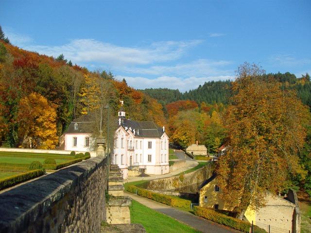 Schloss Weilerbach im Herbst