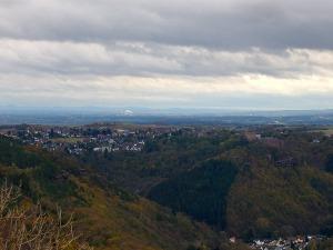 Blick auf Nideggen und das Siebengebirge