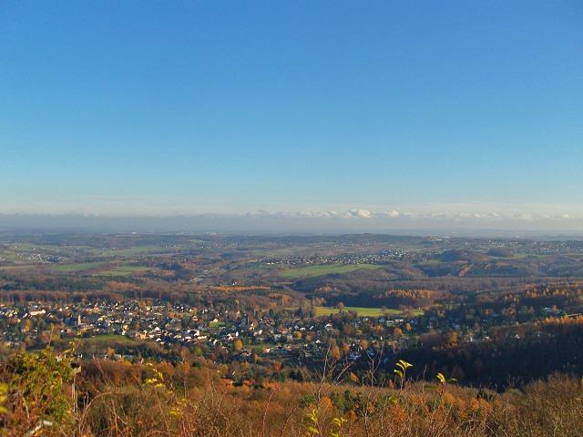 Blick Richtung Westerwald - Herrlich bunt ist es noch