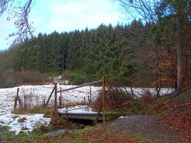 Brücken und Schneereste