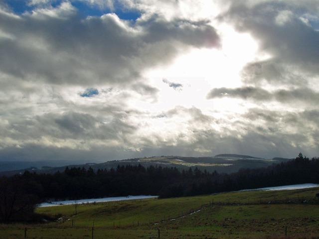 Weitsicht mit Sonne-Wolken-Mix