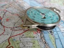 Wanderkarte und Messgerät