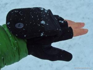 Marmot Glove im Schnee