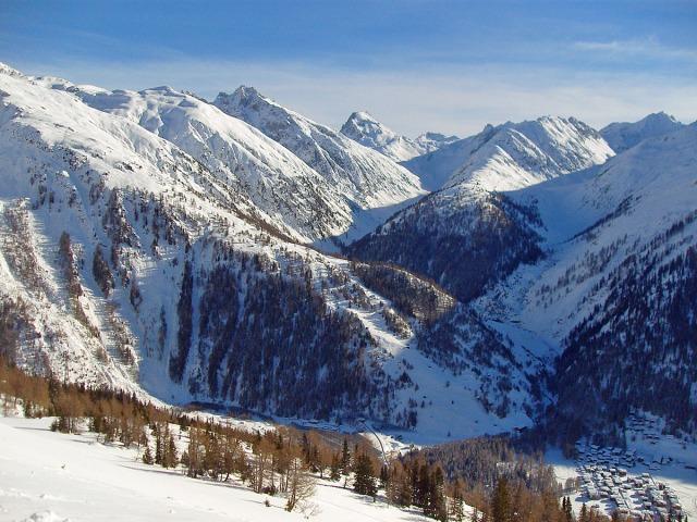 Blick auf den Hungerberg und Oberwald