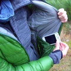 In die Innentasche passt Handy oder Digicam