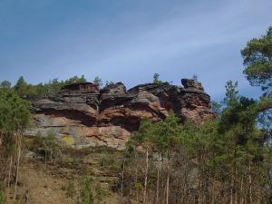 der markante Felsen von unten