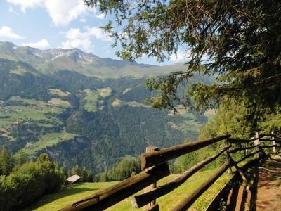 Blick Richtung Stuls in die Stubaier Alpen