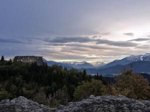 Blick von Hohenfreyberg auf die Ruine Eisenberg