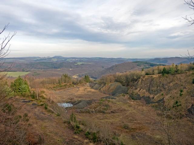 Blick von der Kanzel auf Monreal und die Burgen