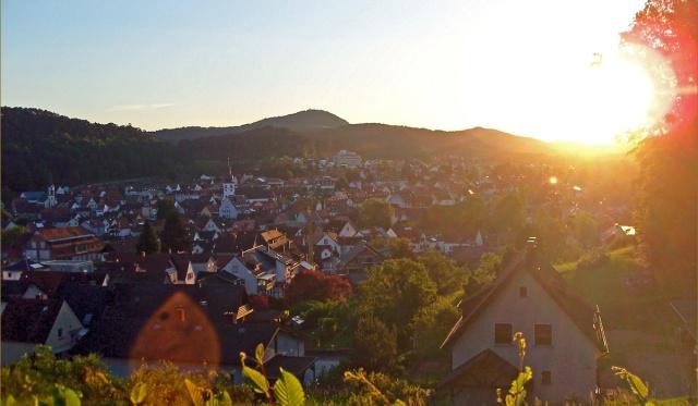 Sonnenaufgang über Dahn in der Pfalz