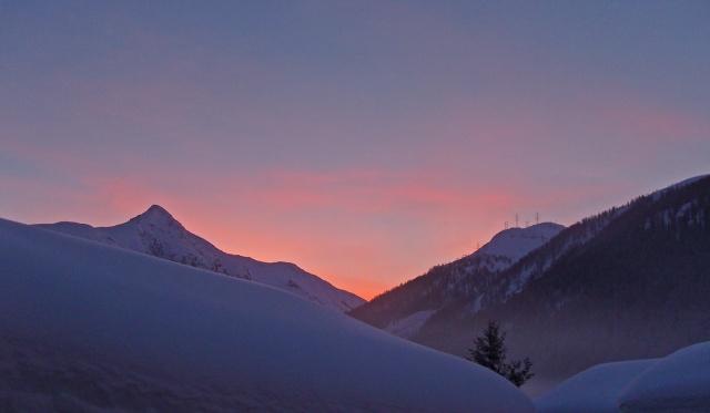 Die Sonne geht im Wallis auf