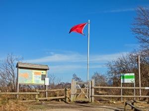 Rote Fahne in der C-Zone