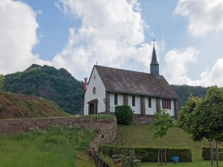 St. Maternus-Kapelle und das Teufelsloch