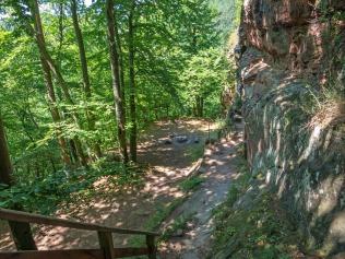 Der Weg zum Westteil der Ruine