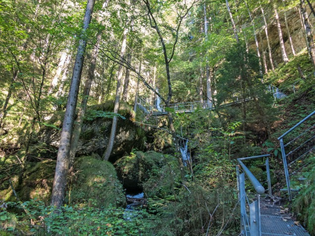 An den Hinanger Wasserfällen