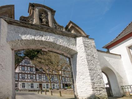 Haupttor des Klosters